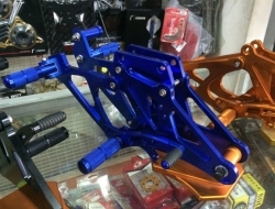 Footrest X1R All Yamaha LC135/Sniper Drum & Disc Brake (Blue)
