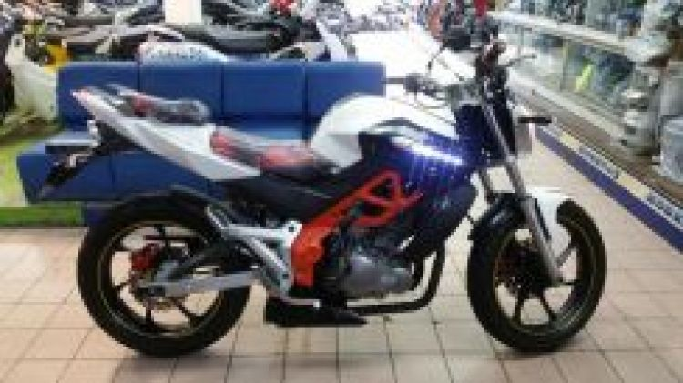 2013 Demak dzm 200 2013 include insurance and road tax