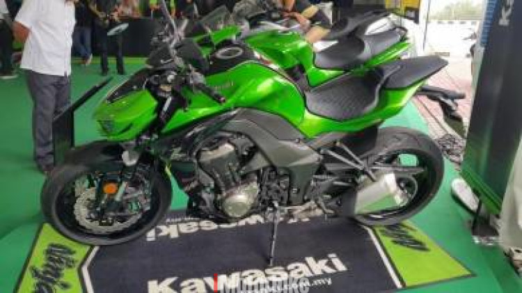 2018 KAWASAKi Z1000 ABS