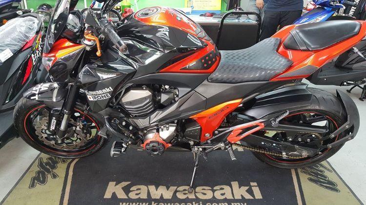 Kawazaki Z800 (2nd Hand moto macam showroom)