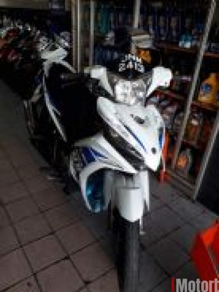 2011 Yamaha lc135 auto clutch second hand (White)