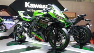 Kawasaki ZX25-R and Z H2 revealed at the Tokyo Auto Show